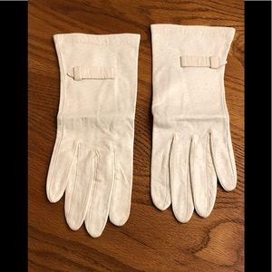 EUC buttery soft deerskin gloves.